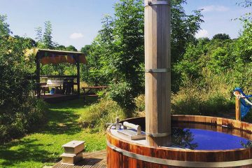 Hot Tub outdoors in a field for Hen Camps at The Grange
